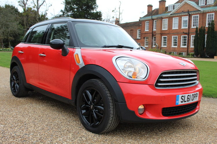 Mini Countryman Cooper<br />2011 Red Hatchback £5,750