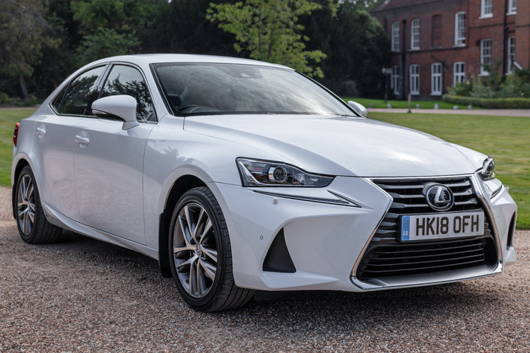 Lexus  IS 300h Advance CVT 4dr <br />2018 Pearlescent White Saloon £19,499