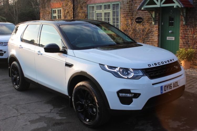 Land Rover Discovery Sport HSE 4x4<br />2016 White Hatchback £35,500