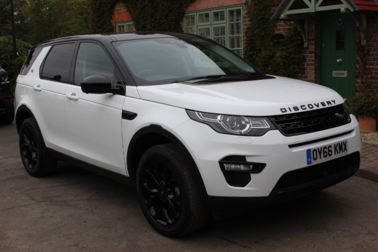 Land Rover Discovery Sport HSE 4x4<br />2016 Fuji White 4X4 £35,000